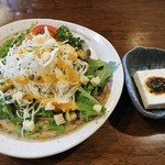 ことり亭 - 料理写真:ランチのセットのサラダとお豆富。しっかりとした豆富にはしそもろみ味噌。