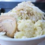 神豚 - 料理写真:神豚しょう油+野菜増しニンニク増し増し