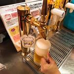 炭焼き牛タン酒場 ウシカイ - ビールは上手に注いでね♡