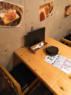 炭焼き牛タン酒場 ウシカイ - カジュアルな雰囲気