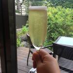 GIRINO - シャンパンで乾杯!