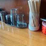 あぺたいと - 卓上調味料 左から辣油、酢、 醤油、青海苔、紅生姜