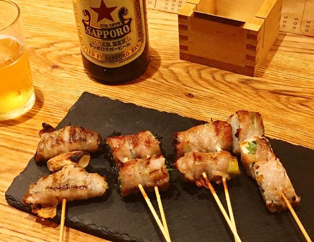 越の串焼き ニワノトリの料理の写真