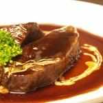 MANGIA MANGIA - 料理写真:牛ホホ肉の6時間煮込み
