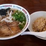 中乃屋 - 料理写真:しょうゆラーメン・焼めし