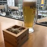 個室居酒屋 肉和食 肉仙 - 料理写真:お通しと生ビール
