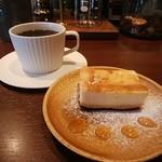Tokyo Sabaku - 料理写真:コーヒー、レモンチーズケーキ