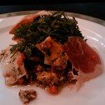 オステリア・ブラ - ホッキ貝のグリエとローストしたポロ葱のハーブソースマリネ
