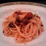 オステリア・ブラ - ズワイ蟹とフランス産黒オリーブのスパゲティ フレッシュトマトソース