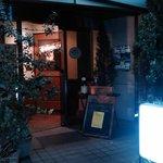 オステリア・ブラ - まさに隠れ家的な入り口