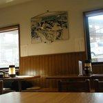苗場 - スキー場の写真が飾られている