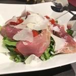 リストランテ ボンナターレ - イタリア パルマ産プロシュートとパルミジャーノのグリーンサラダ