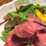 茨城地産地消の店 あんこう鍋×常陸牛 全席個室 もんどころ - 茨城野菜と常陸牛の冷しゃぶサラダ
