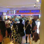 """オリジナルパンケーキハウス - """"オリジナルパンケーキハウス 新宿店""""の概観。"""