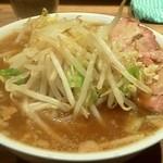 モトミヤ - 小豚ラーメン 野菜をトッピング