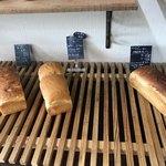 パン ドゥ ジュール - 料理写真:食パンのコーナー
