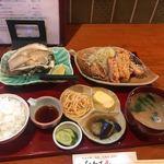 ひわさ屋 - 料理写真:岩牡蠣と阿波尾鶏のセット1240円。
