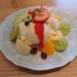 フルーツショップ&パーラー おだわら - カミさんのフルーツミックスパフェ 990円