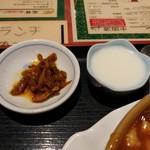 東方明珠飯店 - 搾菜は激辛!