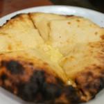 アーンドラ・キッチン - チーズ・クルチャ(690円)