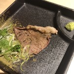 zensekikoshitsuizakayakyuushuuwashokuhasshuu - お通しの牛肉の炙り。450円