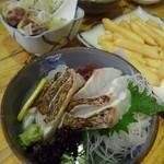 魚八&串八珍 - 鯛の炙り刺し、フワフワで美味しかった♪塩もつ煮も具材たっぷりで満足。