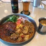YELLOW - カレーの三乗:カレー3種・スープまたはドリンク付) 1280円(税抜)