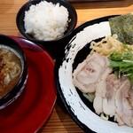モンキーらーめん  - 特製つけ麺(950円+税)+サービス小ライス