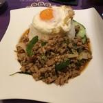 ASIAN TAWAN168 - ガパオラードカオ(挽肉のバジル炒めご飯)
