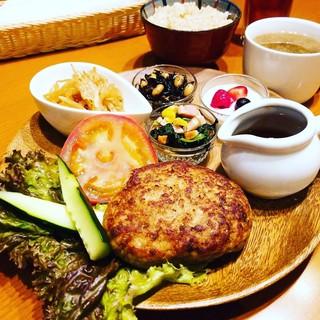 手作り豆腐ハンバーグとシェフの愉快なアラカルト(ランチ)