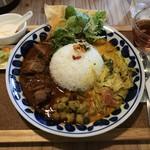 パニ カフェ - 料理写真:辛辛チキンカレー+本日の野菜カレー(1,000円)
