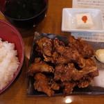 どどんと英 - 鶏の唐揚げ10コメガ盛定食 ¥500-