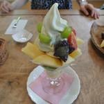果物小町 - 本日のフルーツパフェ