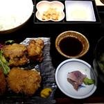 生 本まぐろ 一心 - ヒレカツ・唐揚定食:950円