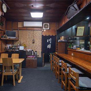 町の風景に馴染む名店。来客を迎えるのは昔ながらの寛いだ空間