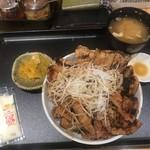 十勝豚丼なまらうまいっしょ!ちょす - 料理写真: