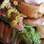 Cafe EL DOMINGO - サラダとポテトもたっぷり