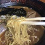 らーめん昭和屋 - 細麺アップ