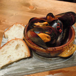 Italian Kitchen VANSAN - ムール貝のワイン煮590円