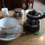 コーヒー ハウス サンヨー - コーヒーはポットで出てくる