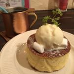 ブルー ファー ツリー - 幻のホットケーキ♪ 600円 (バニラアイストッピング+150円)