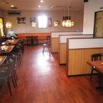 サプナ - 店内は広くテーブル席がメインになります