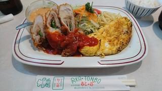 サラダの店赤とんぼ - ミックスグリル「赤とんぼポークカツ&カニオムレツ」