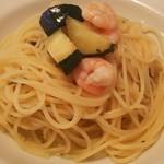 パスタとワインの小さな食堂 ビアンカ - ●パスタ、小エビとズッキーニ、オリーブオイルソース