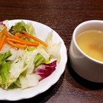 113502584 - トップリブステーキに付いたサラダとスープ