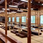 紅桜公園 べにざくら本館 - 広々とした山小屋風の空間