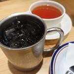 コメダ珈琲店 - アイスコーヒー(420円)とミルクティー(420円)