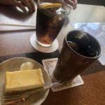ナナシイ - 料理写真:チーズケーキ    200円 アイスコーヒー400円
