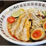 肉そば総本山神保町けいすけ - 阿波尾鶏のピリ辛冷やし胡麻ダレそば 950円 もう少し冷えててほしかったかなー。