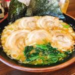 麺王 - 料理写真:和風(魚介)ラーメン大+チャーシュー 大は麺2玉分!丼から大きいです。